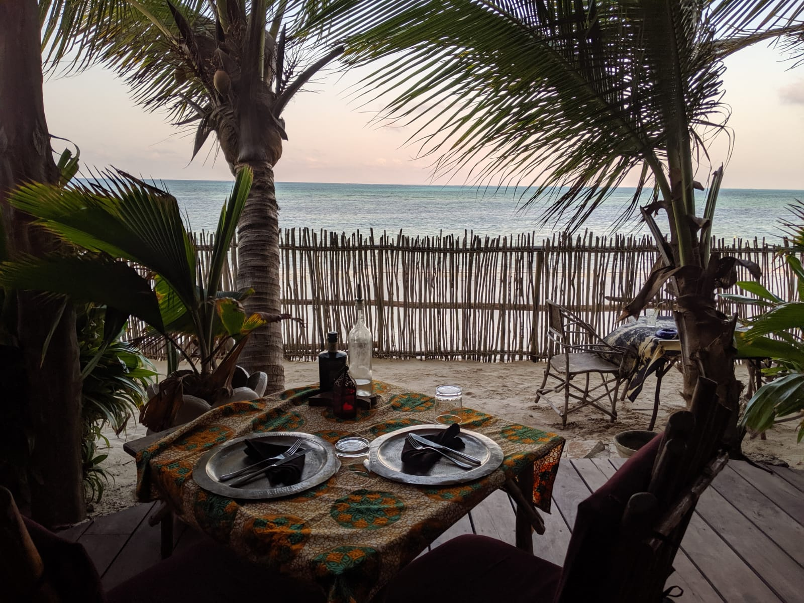 Restaurant with sea view at Mamamapambo Hotel
